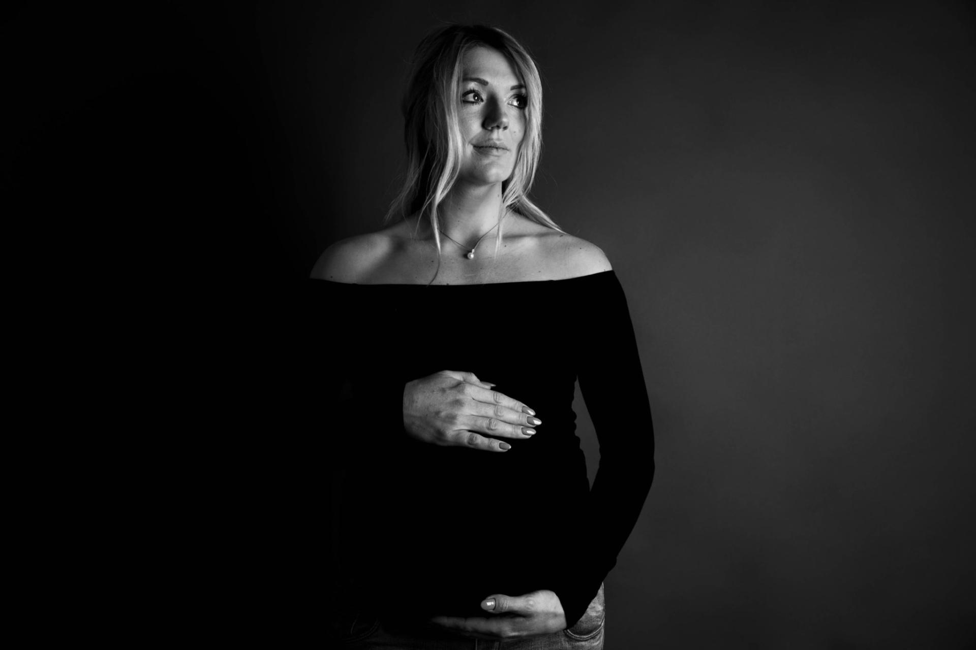 Zwangerschapsfotografie, zwangerschaps fotografie, zwangerschaps fotoshoot, zwanger, zwanger shoot, buik fotografie, zwangerschap fotografie, fotografie groningen, zwangerschap fotografie groningen, zwangerschaps fotografie Stadskanaal, fotografie stadskanaal, fotograaf stadskanaal, zwangerschap, zwanger fotografie, zwanger fotografie studio, zwangerschap fotografie mussel, zwangerschap fotograaf mussel, zwangerschap fotografie studio, zwangerschap fotografie studio mussel, studio fotograaf, studio fotografie, zwangerschap fotoshoot studio
